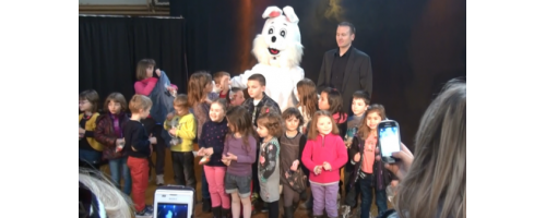 mascotte_pompom_lapin_spectacle_magie_magicanim